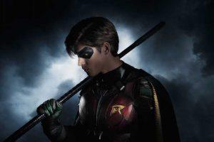 Brenton Thwaites como Robin en Titans
