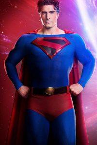 Brandon Routh como Superman en Crisis en Tierras Infinitas